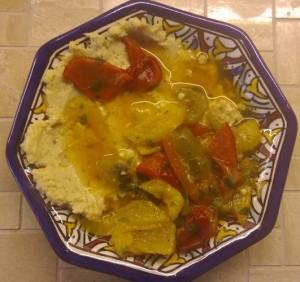 Hummus mit Paprikasalat
