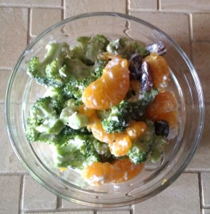 Exotischer Brokkolisalat