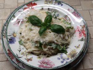 Spaghetti mit Basilikumsauce