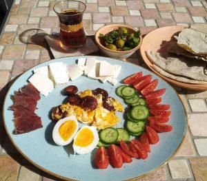 Türkisch inspiriertes Frühstück