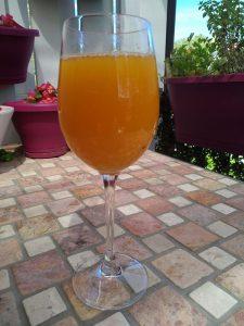 Orangensaft mit Orangenblütenwasser