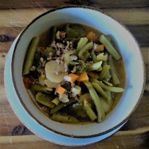 Gemüsesuppe mit Lammhackfleisch