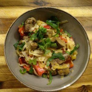 Zickleinherz und -leber mit rotem Thai-Curry