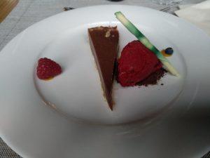 Schokoladentarte mit Himbeersorbet